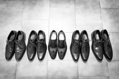 Bräutigamschuhe und Zeugeschuhe Stockbild