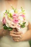 Bräutlicher rosafarbener Blumenstrauß Stockfoto