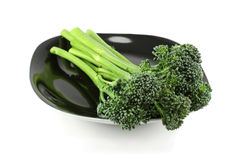 Brócolis em uma placa preta Imagem de Stock Royalty Free