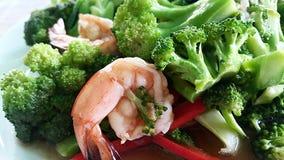 Brócolis fritados com camarão imagem de stock royalty free