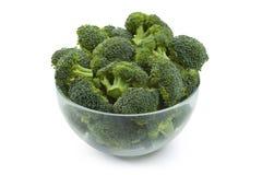 Brócolis na bacia isolada Fotos de Stock Royalty Free