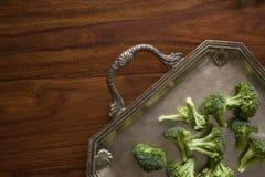Brócolis na bandeja retro Imagem de Stock Royalty Free