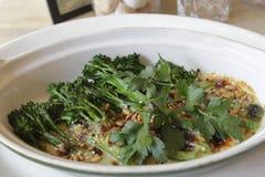 Brócolis saborosos com sementes imagem de stock royalty free