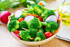 Brócolos com salada do aipo e do rabanete Imagem de Stock Royalty Free