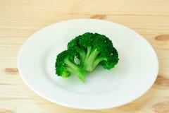 Brócolos na placa branca Foto de Stock Royalty Free