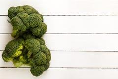 Bróculi en los tableros blancos Visión desde arriba Imagen de archivo libre de regalías