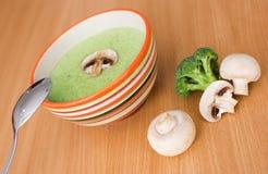 _bróculi poner crema sopa fotos de archivo libres de regalías
