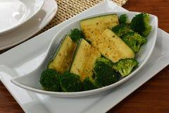 Bróculi y calabacín Imagenes de archivo