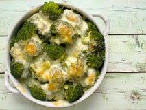 Bróculi y queso rústicos Imagen de archivo libre de regalías