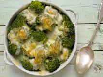 Bróculi y queso rústicos Foto de archivo