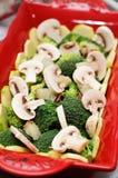 Bróculi y setas Foto de archivo libre de regalías