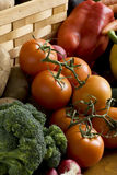 Bróculi y tomates fotografía de archivo libre de regalías