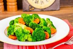 Bróculos e cenouras Nutrição da aptidão da dieta Fotos de Stock