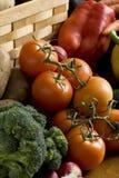 Bróculos e tomates Fotografia de Stock Royalty Free