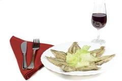 Bröade ansjovisar och Rioja vinglas Arkivfoto