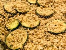 Bröade zucchiniskivor Arkivfoto