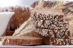 bröd huggen av ny rye Arkivfoto