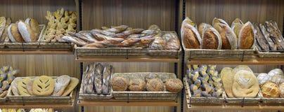 Bröd i en shoppa Royaltyfria Bilder