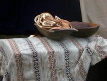 Bröd i en trämaträtt Fotografering för Bildbyråer