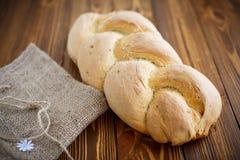 Bröd i form av flätade trådar royaltyfri fotografi