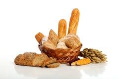 Bröd i korg Fotografering för Bildbyråer