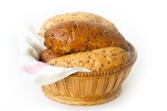 Bröd i korgen Arkivfoto