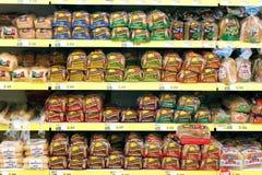 Bröd i livsmedelsbutik Royaltyfria Bilder