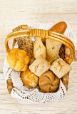 Bröd i sugrörkorg Royaltyfri Foto