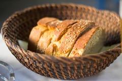 Bröd i vide- korg Fotografering för Bildbyråer