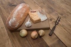Bröd kött, vitlök, lökar Royaltyfria Bilder
