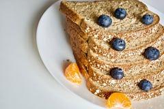 Bröd med frukter Royaltyfri Fotografi