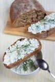 Bröd med kesomellanmålet Arkivbilder
