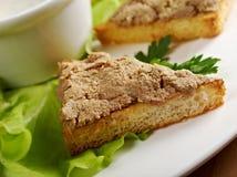 Bröd med läcker leverpate arkivfoton