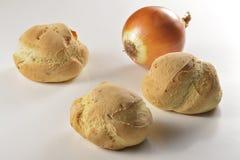 Bröd med lökar Royaltyfri Bild