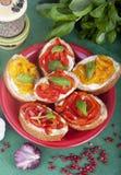 Bröd med laga mat med grädde-ost och bakad paprika Royaltyfria Bilder