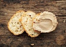 Bröd med leverpate arkivbild
