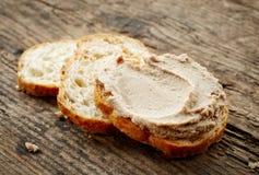 Bröd med leverpate fotografering för bildbyråer