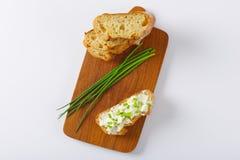Bröd med ost och gräslökar Royaltyfria Foton