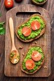 Bröd med pesto och tomater Royaltyfri Foto