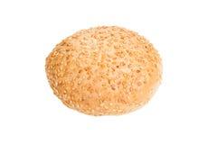Bröd med sesam som isoleras på vit bakgrund Arkivbild