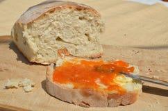 Bröd med smör och driftstopp Royaltyfri Foto
