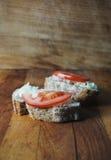 Bröd med späcker och löken Royaltyfria Foton