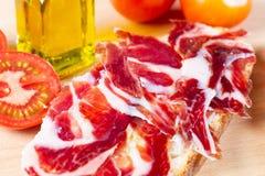 Bröd med tomaten och skinka Arkivfoto