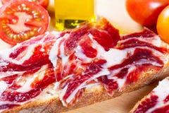 Bröd med tomaten och skinka Arkivbild