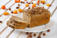 Bröd med torkade frukter Arkivfoto