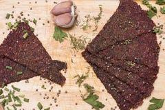 Bröd med vitlöksmällarevitlök Royaltyfri Foto