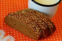 bröd mjölkar Arkivbild
