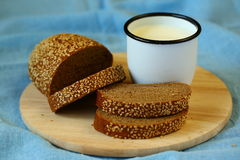 bröd mjölkar Arkivbilder