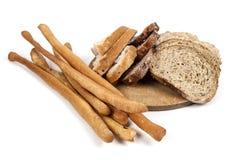 Bröd och breadsticks som isoleras på vit bakgrund Arkivbilder