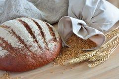 Bröd och en påse av korn Royaltyfria Foton